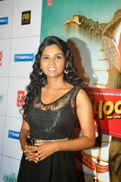 Usha Jadhav Looks Stunning In Black Dress At Trailer Launch Of Bhootnath Returns