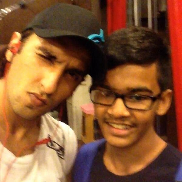 Ranveer Singh Dazzling Cool Look With A Fan Photo Still