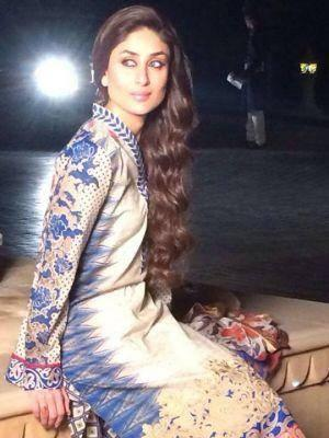 Kareena Kapoor Khan Elegant Look Photo Shoot For Faraz Manan's Crescent Lawn 2014 Collection