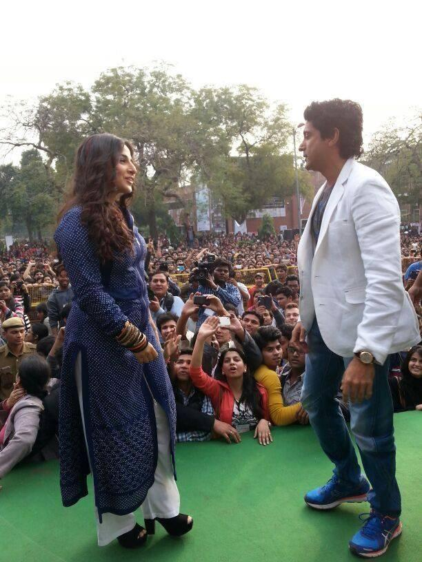 Vidya Balan And Farhan Akhtar Danced On The Stage During The Promotion Of SKSE In Delhi