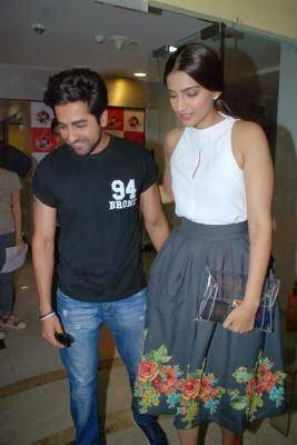 Ayushmann And Sonam Promote Their Upcoming Flick Bewakoofiyaan At Fever 104 FM