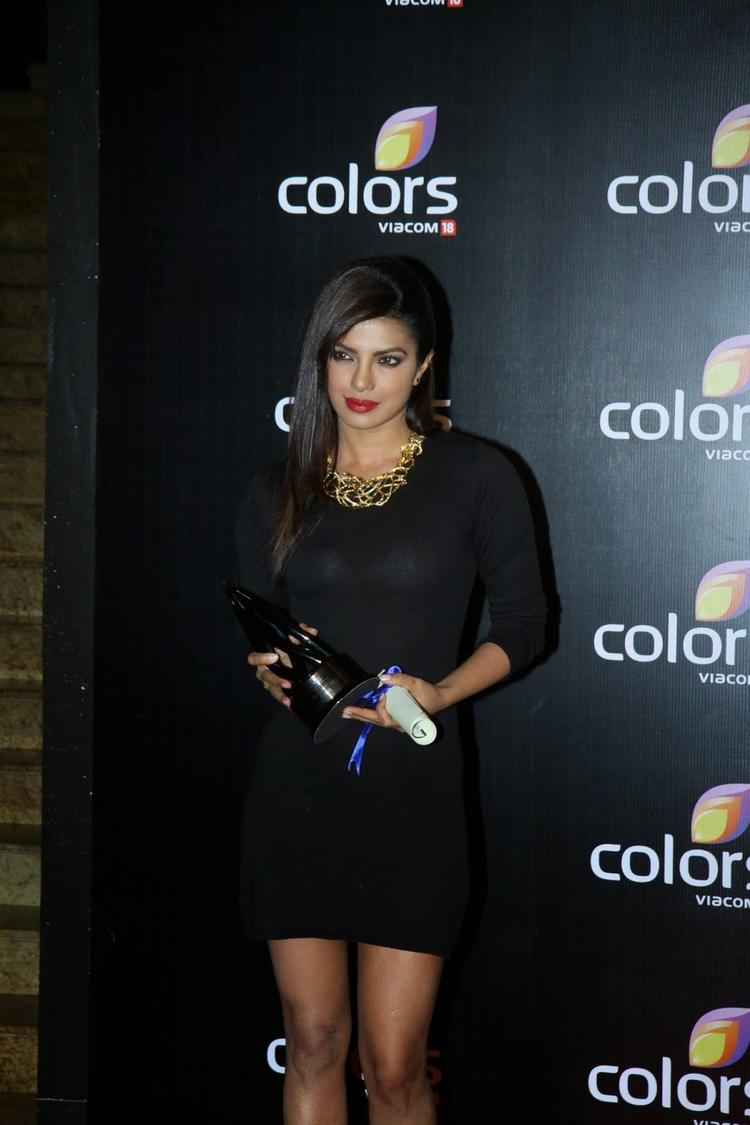 Priyanka Chopra Posed With Awards At Colors Anniversary Bash 2014