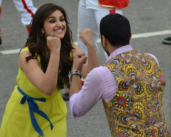 Parineeti And Aditya Fun Still During The Song Shooting Of  Daawat E Ishq