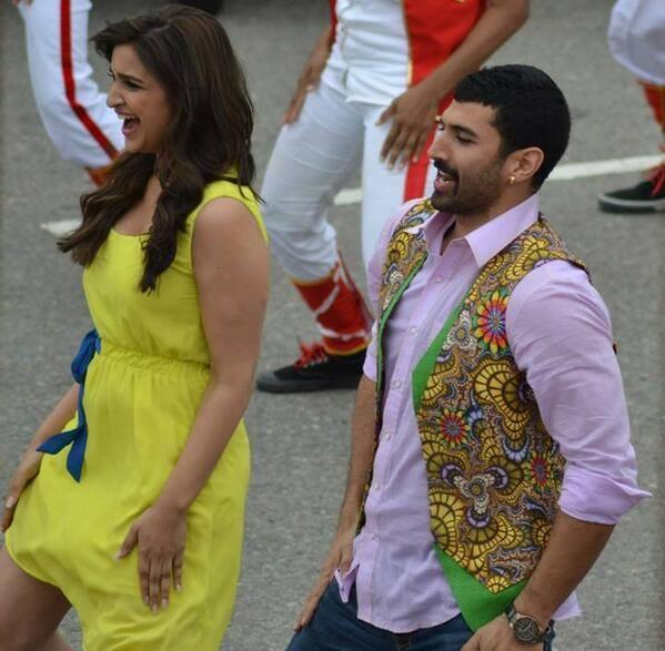 Parineeti And Aditya New Song Dance Still On The Sets Of Daawat E Ishq