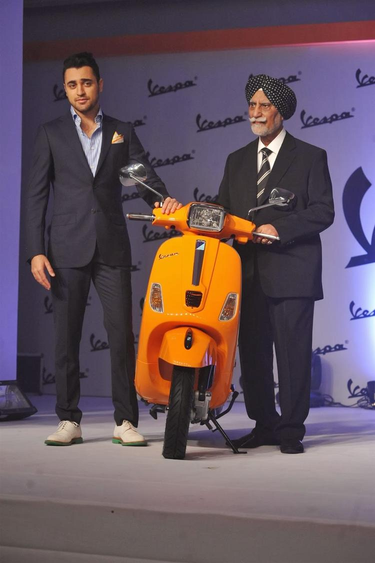 Imran Khan And Ravi Chopra Unveil Piaggio Vespa Automatic S Scooter
