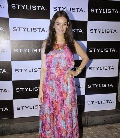 Evelyn Sharma Glamour Look In Printed Dress During The Stylista Bash In Honour Of Wendell Rodricks
