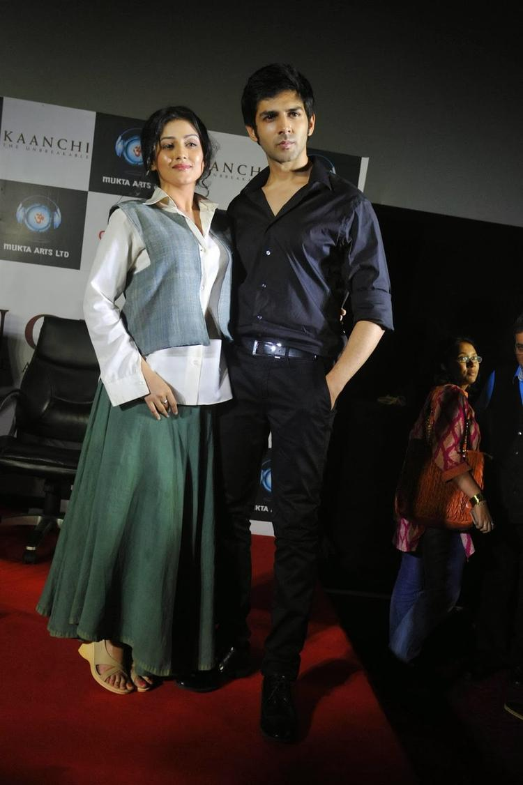 Kartik  And Mishti  Stunning Pose At The Kaanchi Movie First Look Launch Event