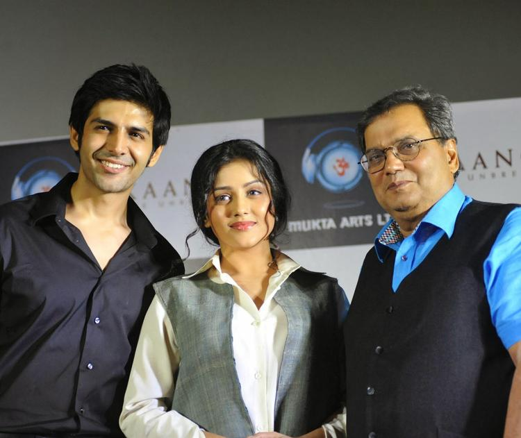 Subhash,Kartik And Mishti Pose For Camera During Kaanchi Movie First Look Launch Event