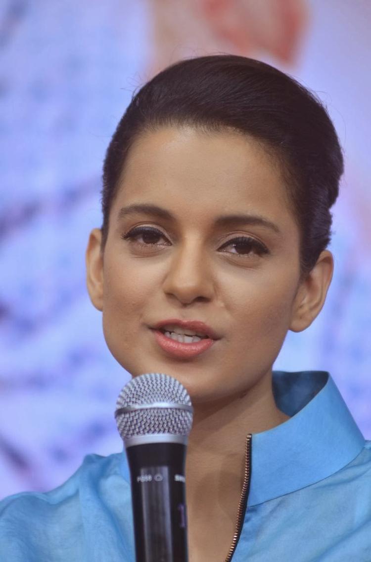 Kangana Ranaut Cute Face Look During The Promotion Of Queen At Reliance Digital Express Store, Prabhadevi, Mumbai