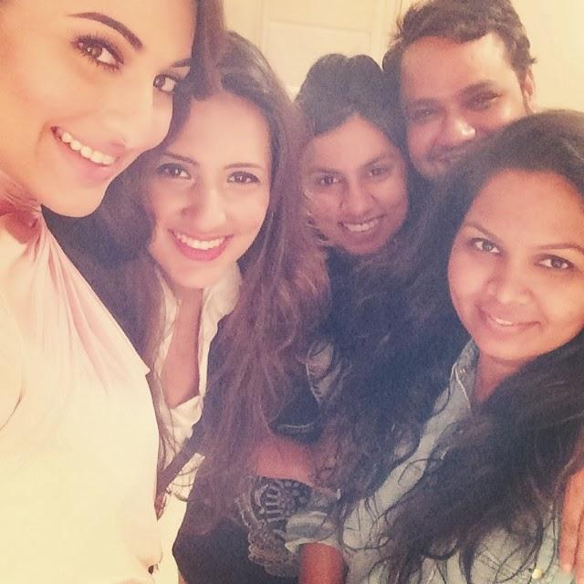 Sonakshi Sinha Sweet Pose With Her Team At HT Mumbais Most Stylish Awards