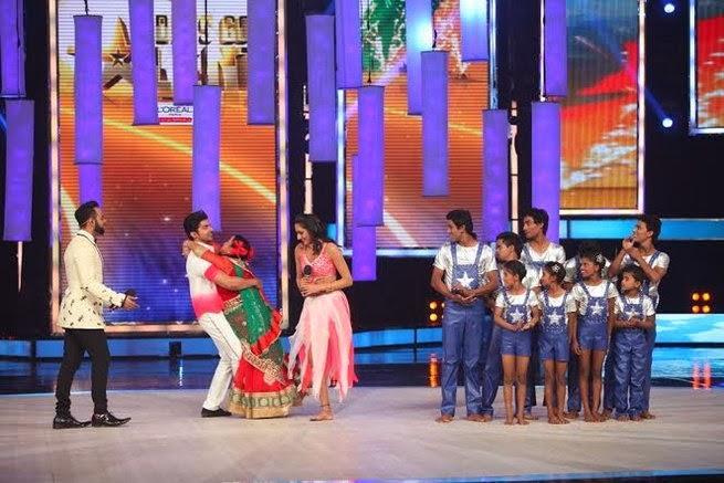 Gurmeet Choudhary Hug Bharti On The Stage Of IGT Grand Finale