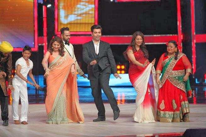 Karan Dance With Madhuri And Juhi On The IGT Grand Finale