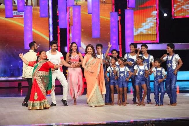 Madhuri Dance With Contestants On Her Song At IGT Stage