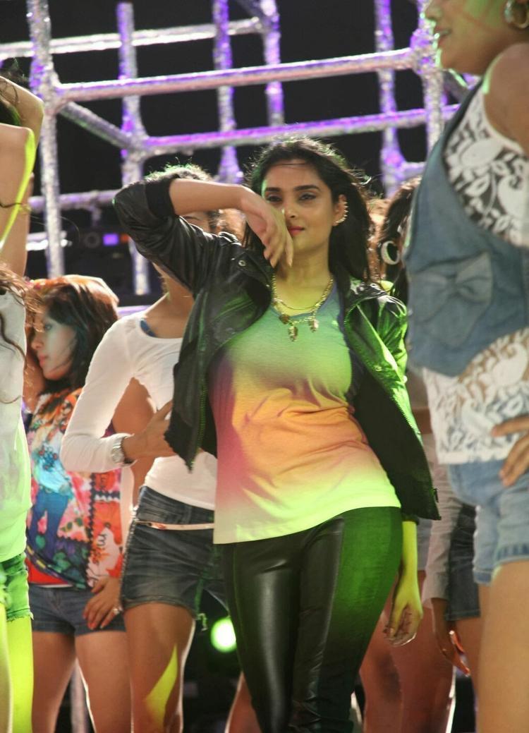 Ramya Hot Dance Pose Still From Shivaraj Kumar's Aryan Kannada Movie