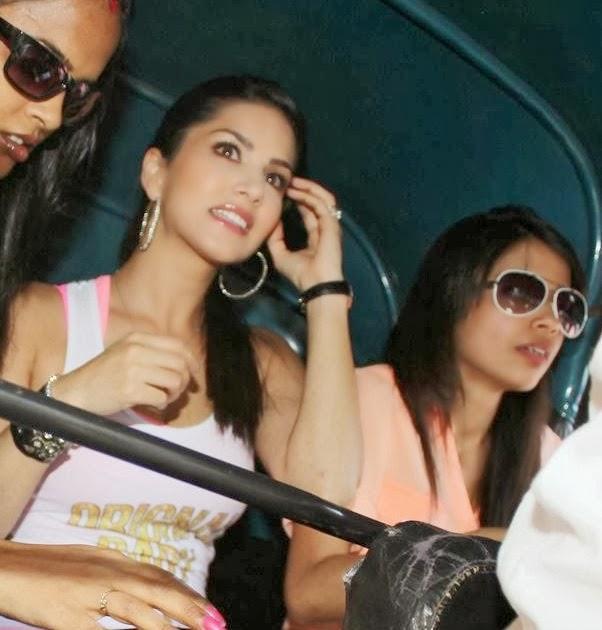 Sunny Leone Sat On Auto Rickshaw During The Promotion Of Ragini MMS 2