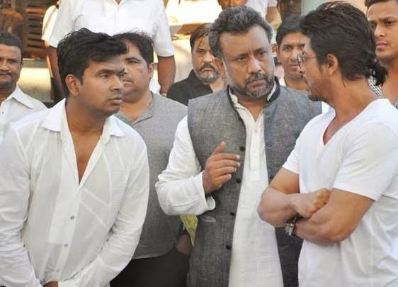 Anubhav Sinha And Shahrukh Khan Discussed At Juhi Chawla's Brother Bobby Chawla Funeral