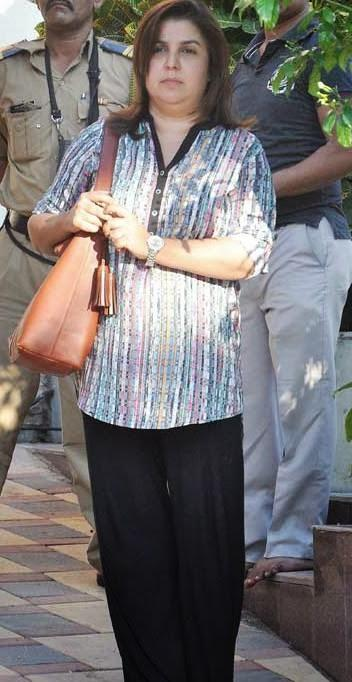 Farah Khan Present At Juhi Chawla's Brother Bobby Chawla Funeral