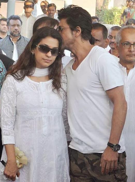 Juhi Chawla And Shahrukh Khan At Juhi Chawla's Brother Bobby Chawla Funeral