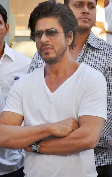 Shahrukh Khan Pays Tribute Bobby Chawla In His Last Rites