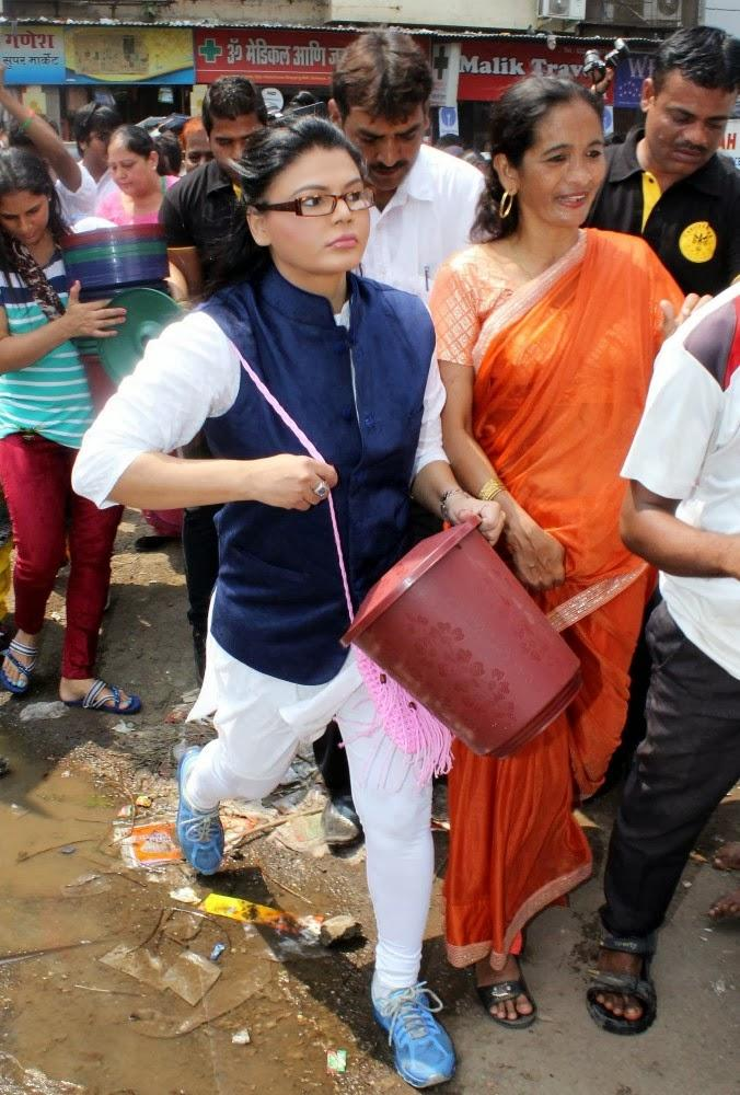 Rakhi Sawant Create Awareness In Slum Area During Beti Bachao Desh Bachao Initiative On Women's Day