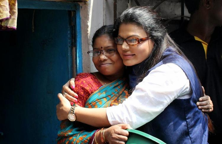 Rakhi Sawant Hugs A Women During Beti Bachao Desh Bachao Initiative On Women's Day