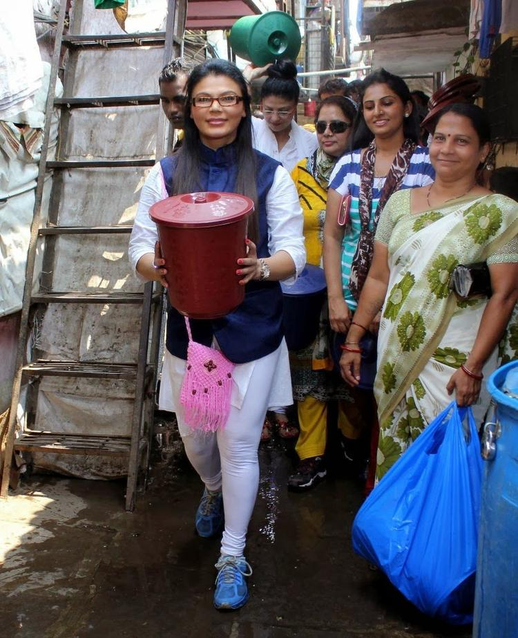 Rakhi Sawant Posed With Dustbin During Beti Bachao Desh Bachao Initiative On Women's Day