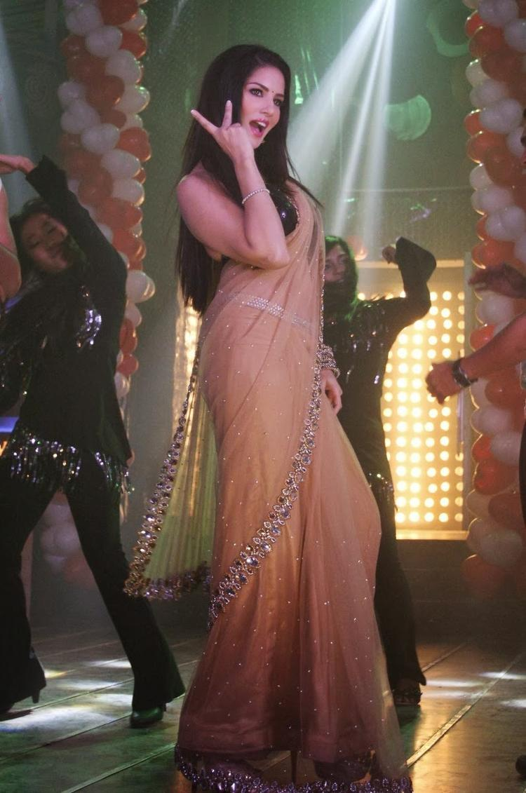 Sunny Leone Rocked During The Promotion Of Ragini MMS 2 On The Sets Of Pavitra Rishta