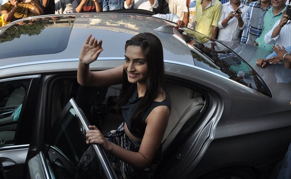 Sonam Kapoor Waves Hand For Her Fans During The Promotion Of Bewakoofiyaan At Cafe Coffee Day