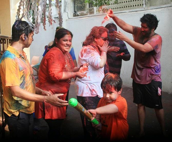 Bappi Lahiri Enjoying Holi With Family And Friends At His Residence