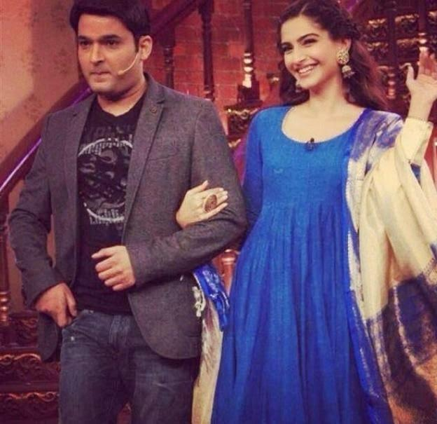 Kapil And Sonam Posed On The Sets Of Comedy Nights With Kapil During The Promotion Of Bewakoofiyaan
