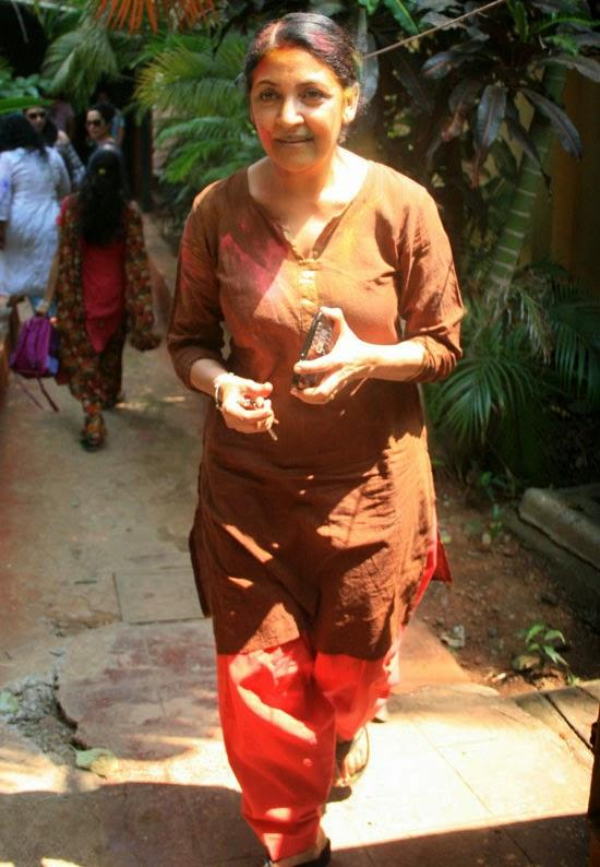 Deepti Naval Present At Shabana Azmi And Javed Akhtar's 2014 Holi Bash