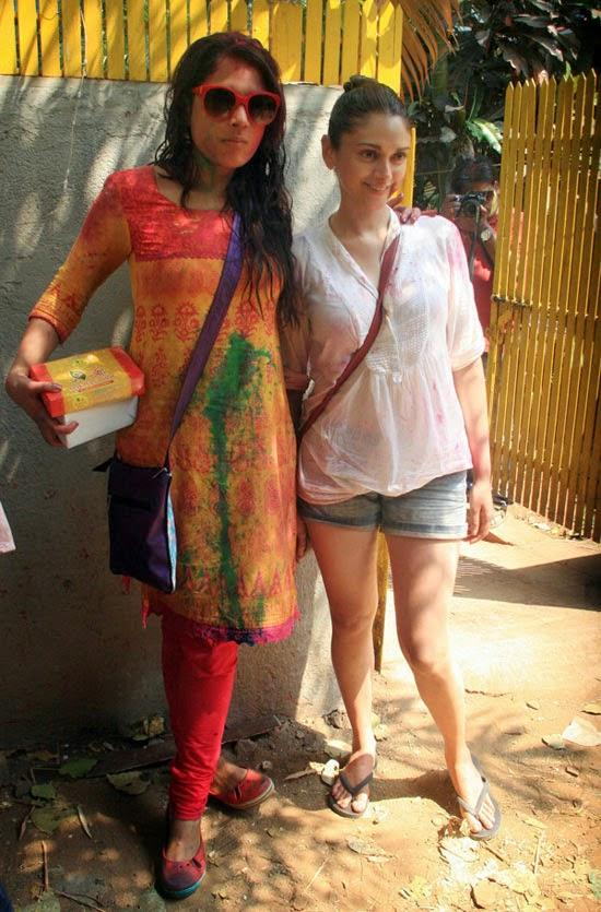 Richa Chadda And Aditi Rao Hydari Playing Holi At Shabana Azmi And Javed Akhtar's 2014 Holi Bash