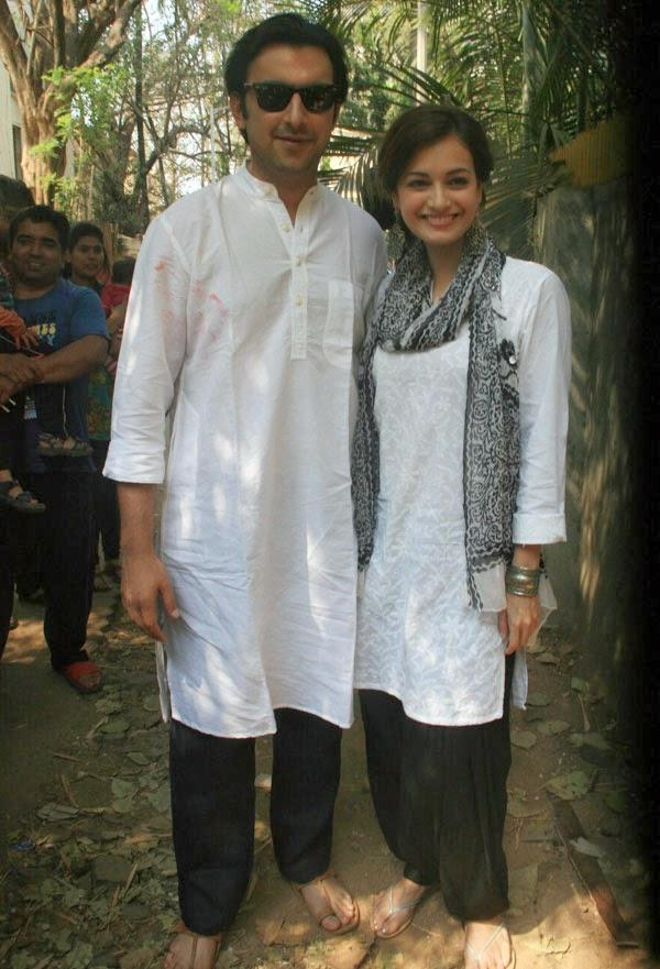 Sahil Sangha And Dia Mirza Strike A Pose At Shabana Azmi And Javed Akhtar's 2014 Holi Bash