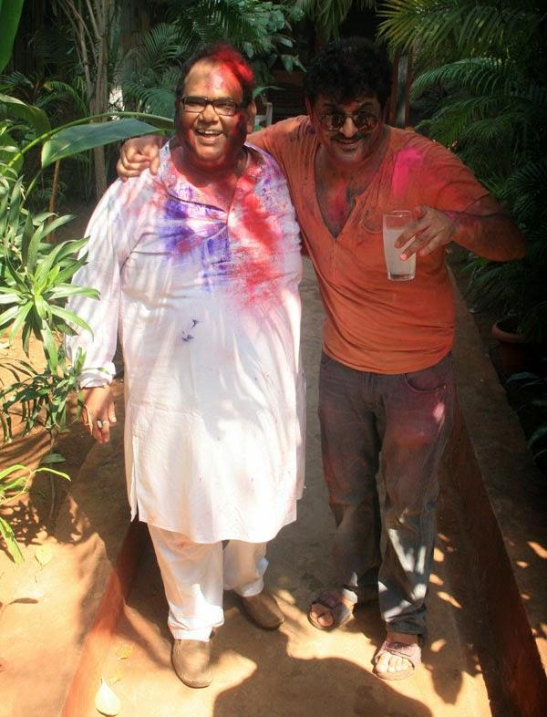 Satish Kaushik Enjoying Color At Shabana Azmi And Javed Akhtar's 2014 Holi Bash