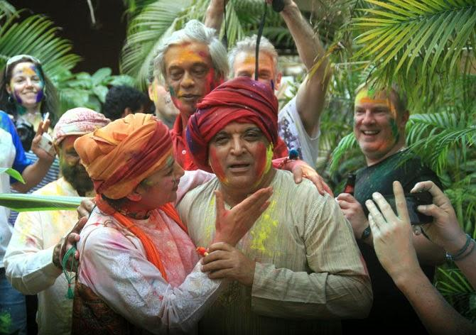 Shabana Playing Holi With Hubby Javed And Sudhir Looks On At Shabana Azmi And Javed Akhtar's 2014 Holi Bash