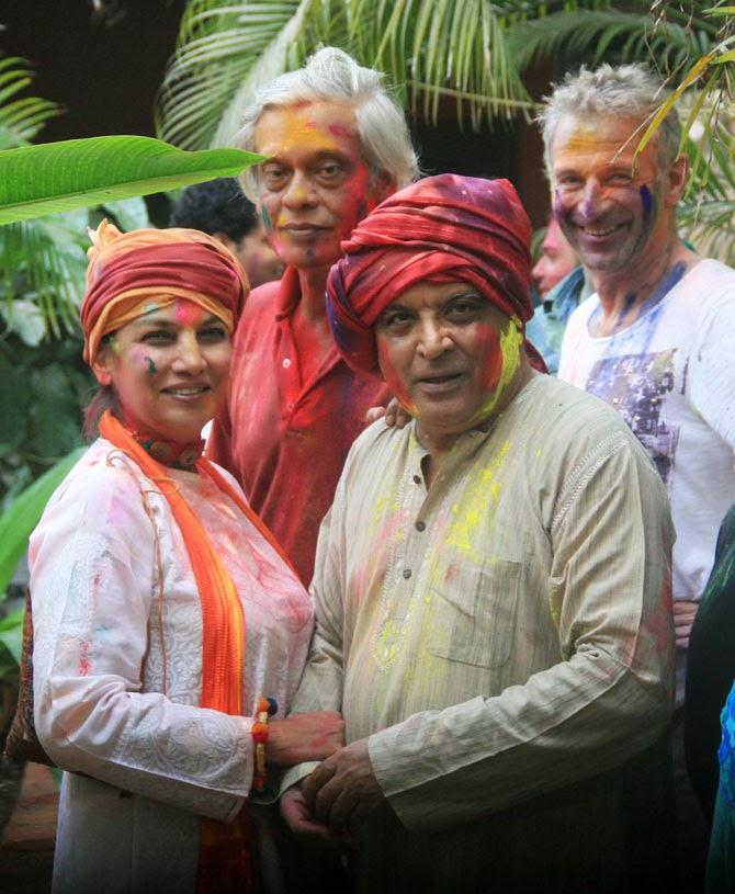 Sudhir,Shabana And Javed Posed At Shabana Azmi And Javed Akhtar's 2014 Holi Bash
