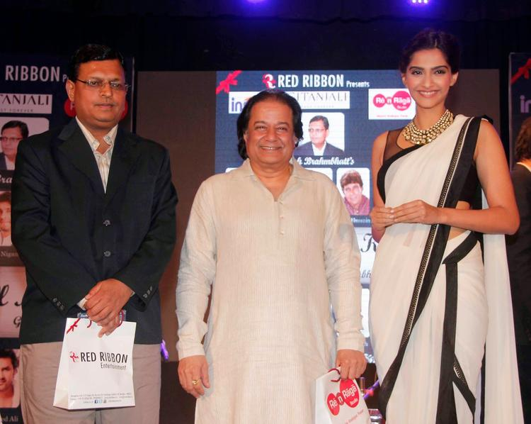 Anup Jalota And Sonam Kapoor Posed During The Launch Of Kuch Dil Ne Kaha Ghazal Album