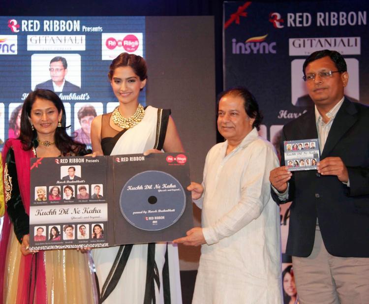 Sonam Kapoor And Anup Jalota Unveiled Kuch Dil Ne Kaha Ghazal Album
