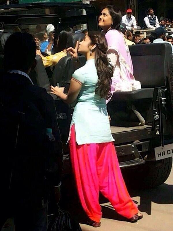 Alia Bhatt On The Sets Of Her New Upcoming Movie Humpty Sharma Ki Dulhania