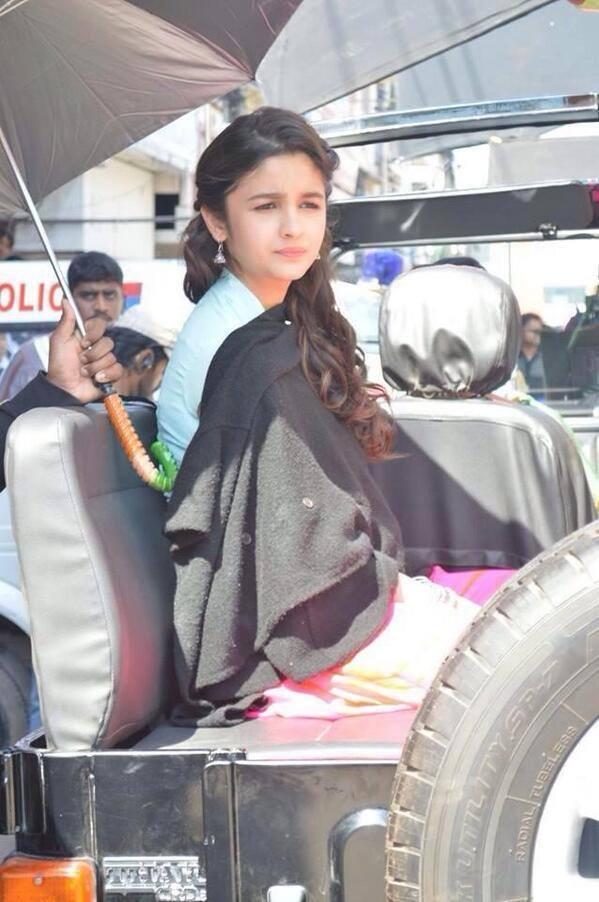 Alia Bhatt Stunning Pic On The Sets Of Humpty Sharma ki Dulhania