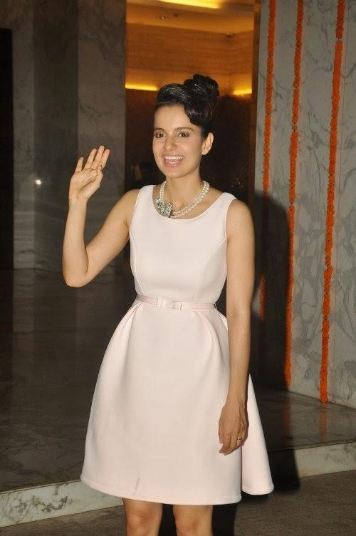 Smiling Kangana Ranaut Waves Hand For Fans At Kangana's House Warming Bash And Queen Movie Success Party