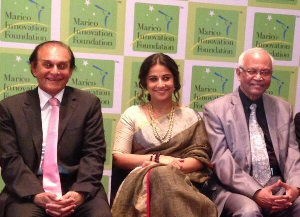 Vidya Balan Smiling Pose At The Innovation For India Awards 2014