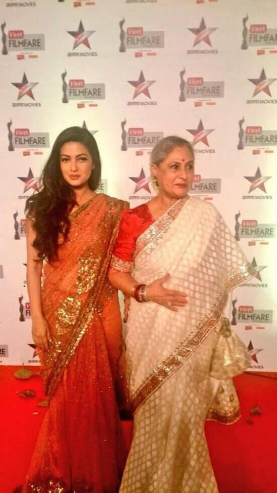 Riya Sen And Jaya Bachchan At The Vivel Filmfare Awards 2014 Red Carpet