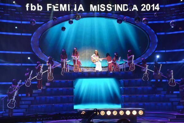 Sonakshi Sinha Performs During The Finale Of The Fbb Femina Miss India 2014 In Mumbai