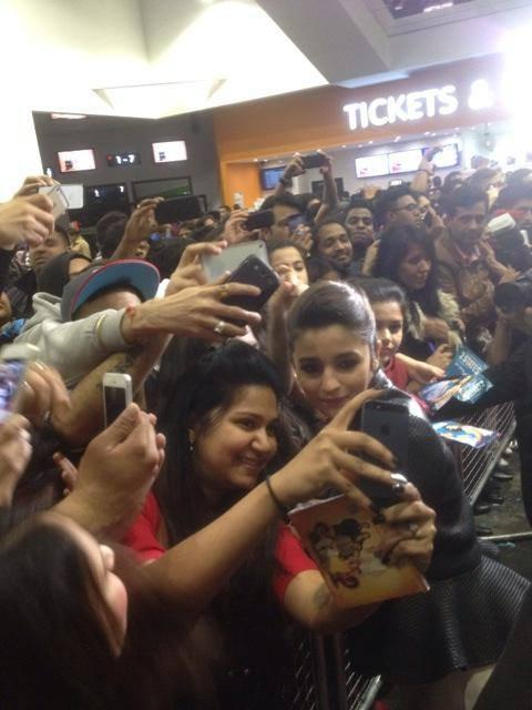 Alia Bhatt Took Selfie Photo With A Fan During The Promotion Of  2 States At London