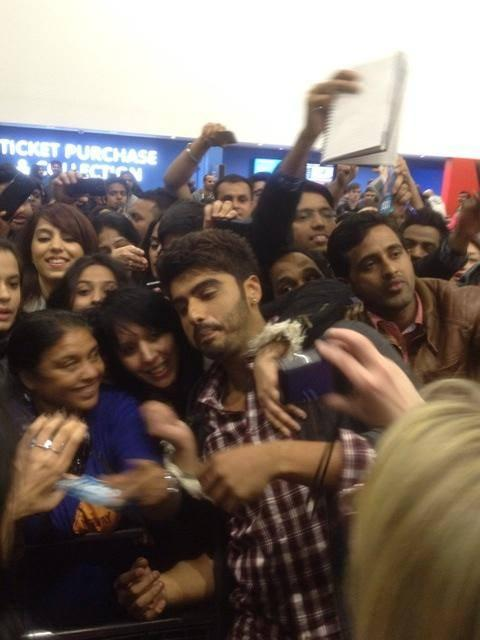 Arjun Kapoor Took Selfie Photo With Bunch Of Fans During The Promotion Of  2 States At London