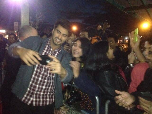 Arjun Kapoor Took Selfie Photo With A Fan During The Promotion Of  2 States At London