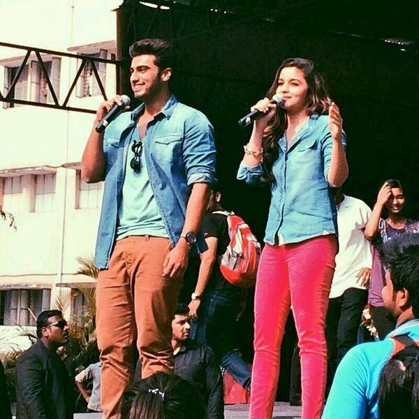 Alia And Arjun Entertain The Crowds In Bangalore During Promotion Of 2 States