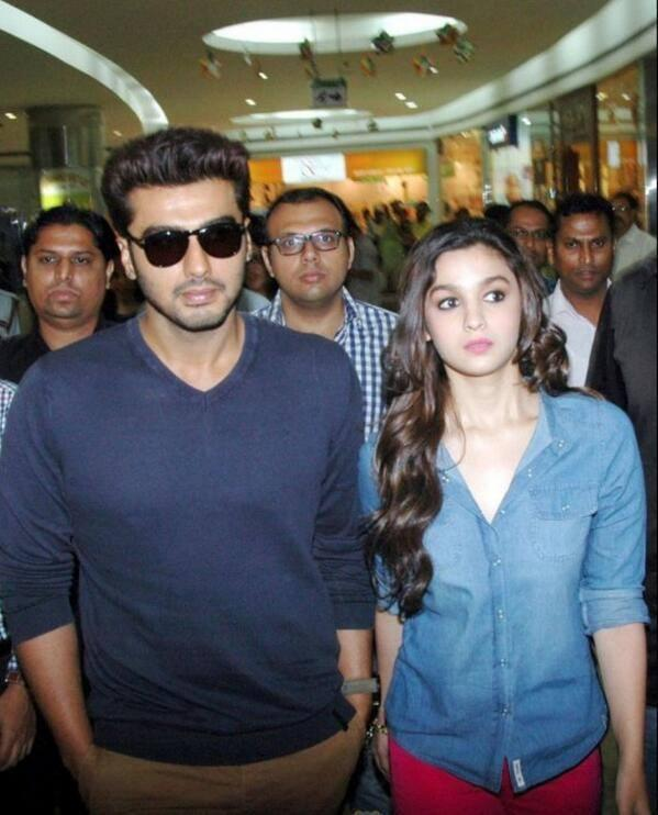 Alia And Arjun Snapped At Bangalore For Promote Their Most Awaited Movie 2 States