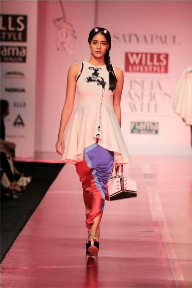A Model Glamour Look Graced On Ramp At Wills Lifestyle India Fashion Week On Day 3